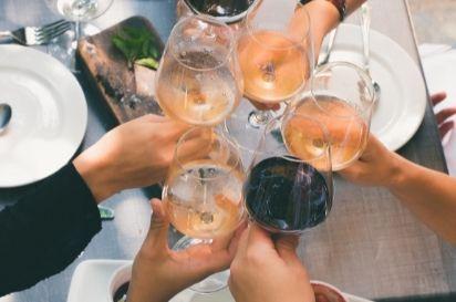 gemeinsames Weintrinken